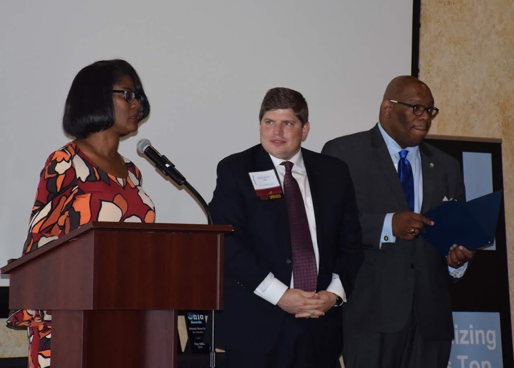 Rob Scott (center) from the SBA welcomed attendees at the 2018 OhioMBE Awards.